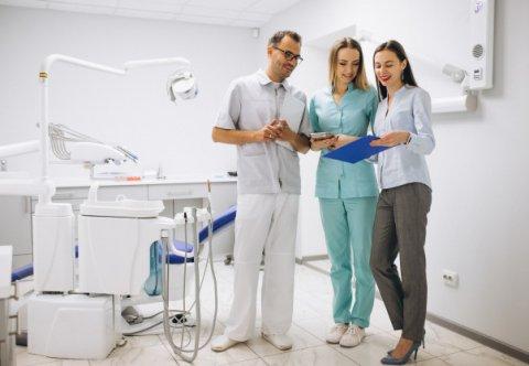 Menager w gabinecie stomatologicznym – skuteczne zarządzanie placówką
