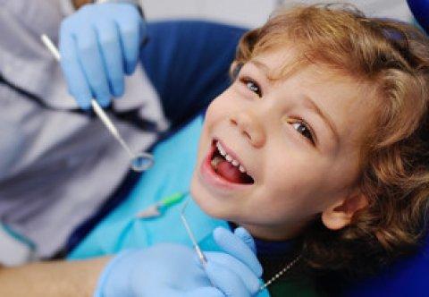 Profilaktyka próchnicy – lakowanie i lakierowanie zębów- metody, technika- (warsztaty)