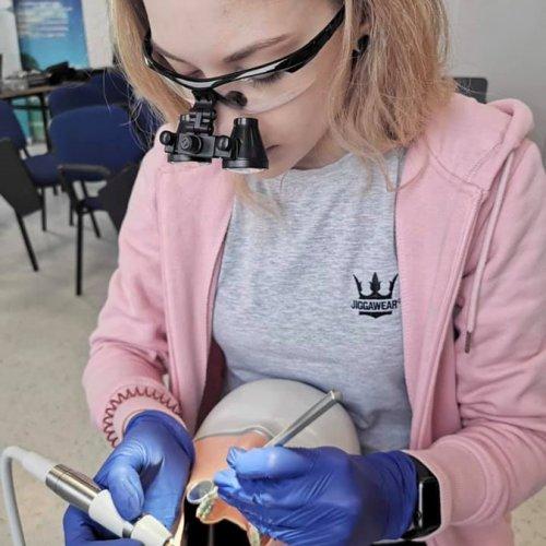 KURS - ''Praca w powiększeniu - lupa stomatologiczna''